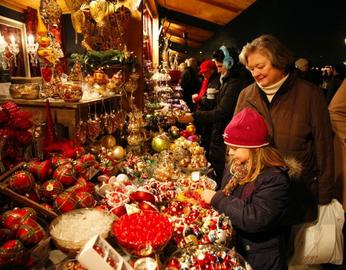 weihnachtsmarkt wien weihnachtsschmuck schoene weihnachtsmärkte stand käufer