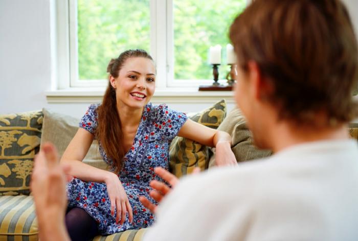 wie bekomme ich mehr selbstbewusstsein frau mann gespräch blickkontakt