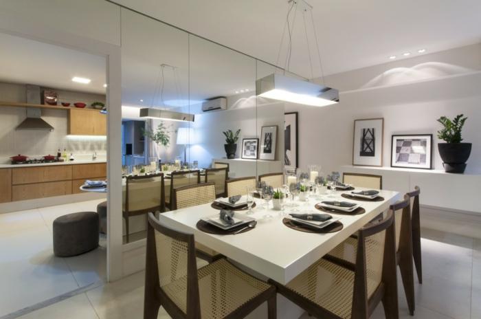 wohnideen esszimmer spiegelwand helle wandfarbe leuchter küche