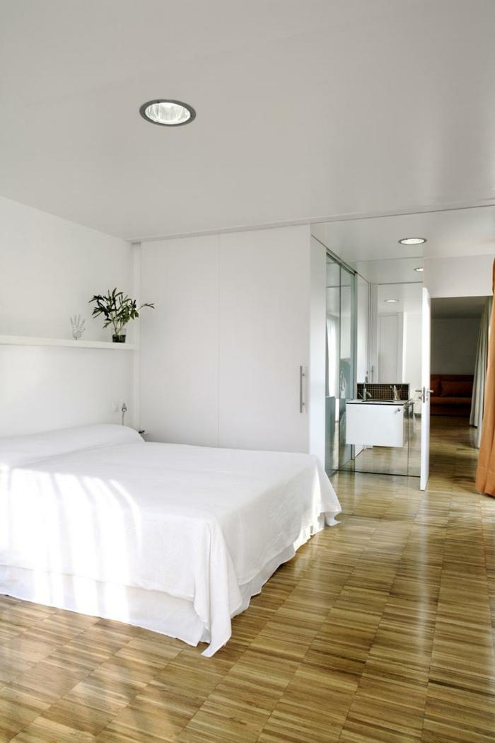 wohnideen schlafzimmer offenes wandregal pflanze schlichtes weißes innendesign