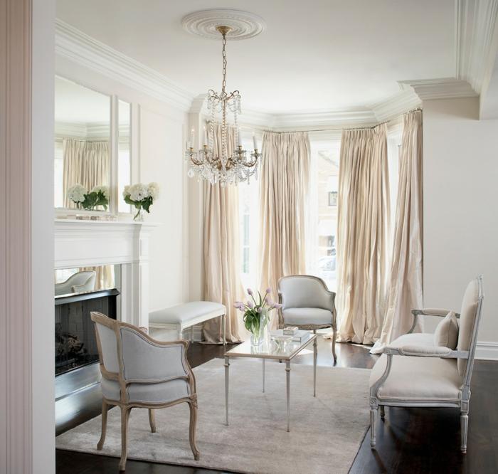 zimmereinrichtung kleines wohnzimmer kronleuchter lange gardinen spiegel