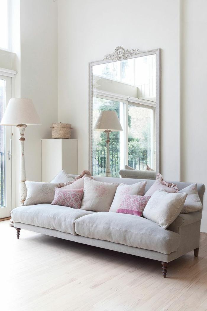 zimmereinrichtung wohnzimmer großer spiegel helle wände