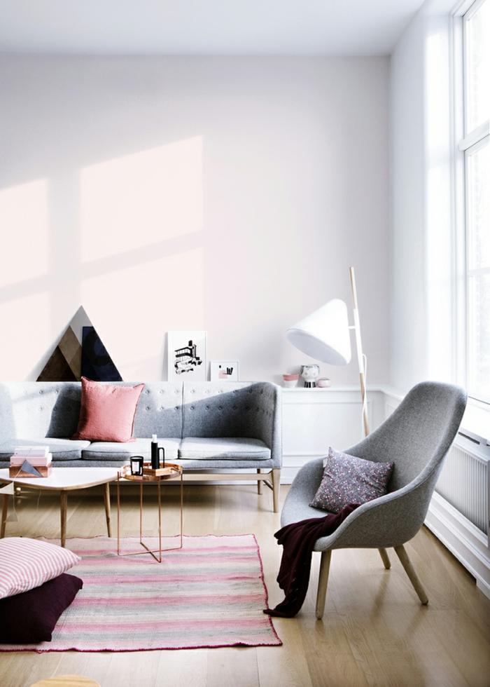 zimmereinrichtung wohnzimmer pastellnuancen teppich dekokissen