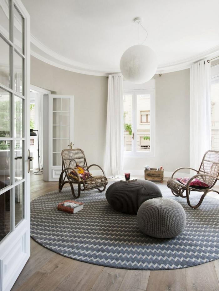zimmereinrichtung wohnzimmergestaltung ideen runder teppich rattan sessel