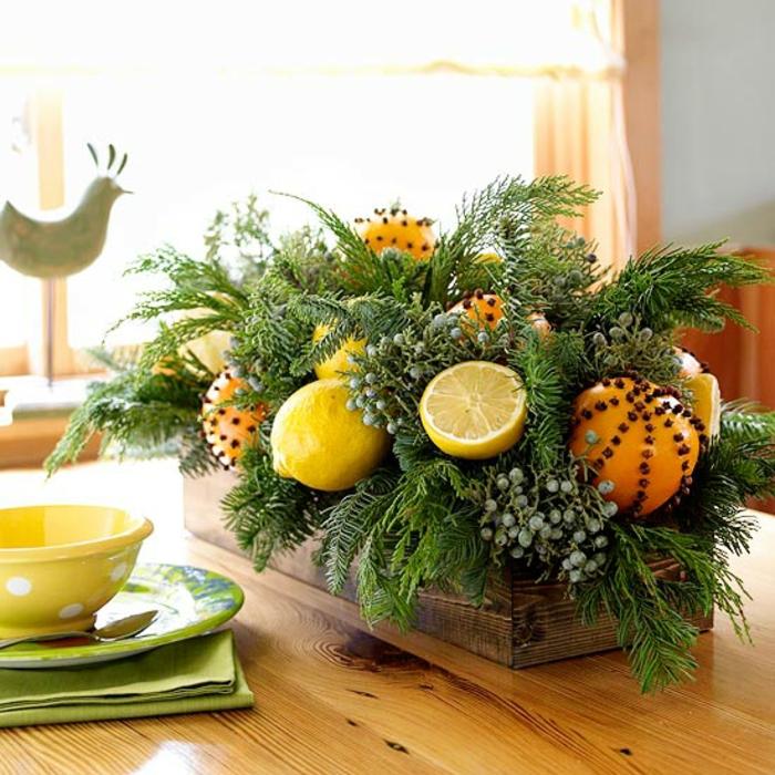 Adventsgesteck selber machen Zitronen Orangen immergrüne Zweige