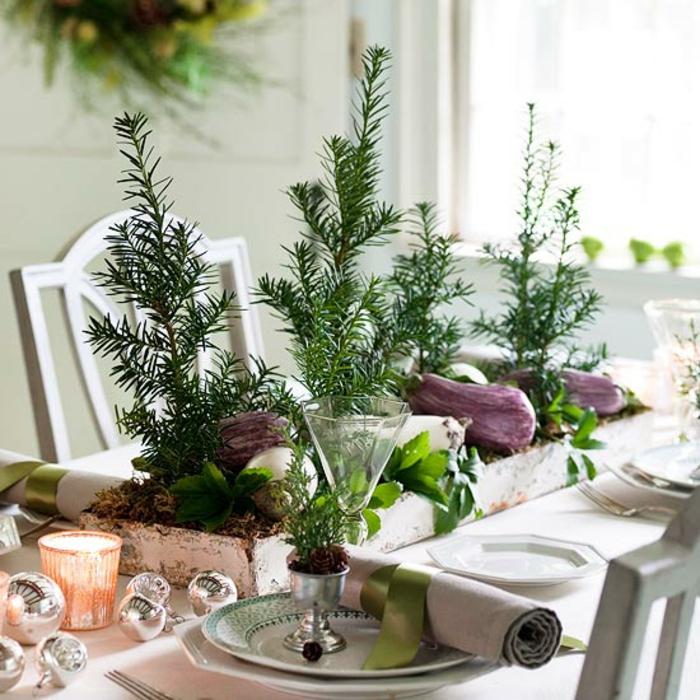 Adventsgesteck selber machen immergrüne Zweige festlieche Tischdeko Weihnachten