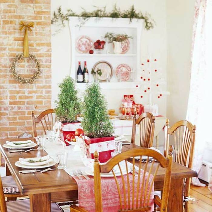 Adventsgesteck selber machen weihnachtliche Tischdeko Mini Bäumchen