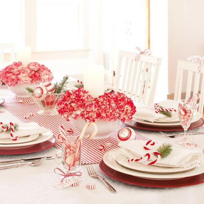 Adventsgesteck selber machen weihnachtliche Tischdeko rot weiß Zuckerstangen