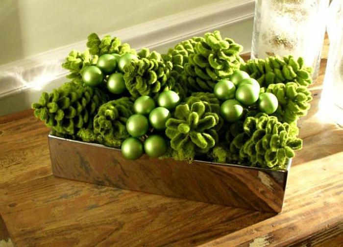 Adventsgestecke Bilder festliche Tischdekoration in Grün