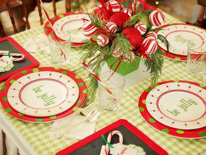 Adventsgestecke Bilder festliches Geschirr Tischdeko Weihnachten
