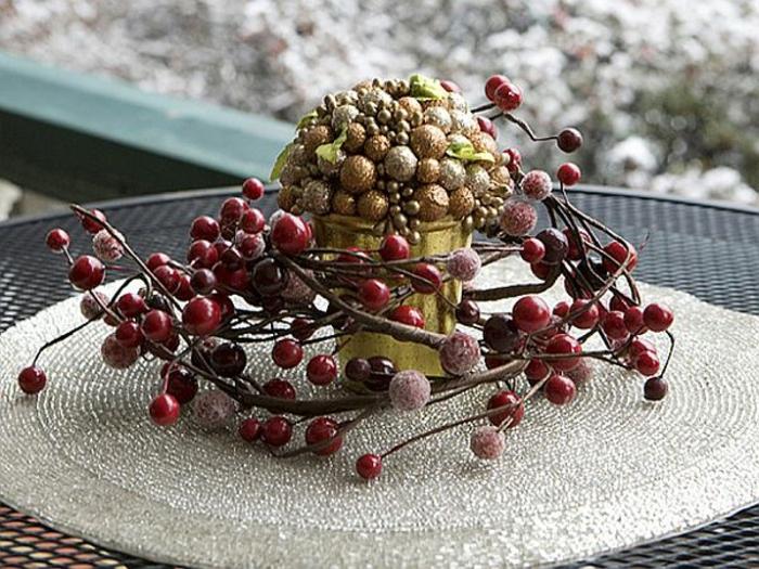 Adventsgestecke Bilder rustikale Tischdekodekoration für Weihnachten