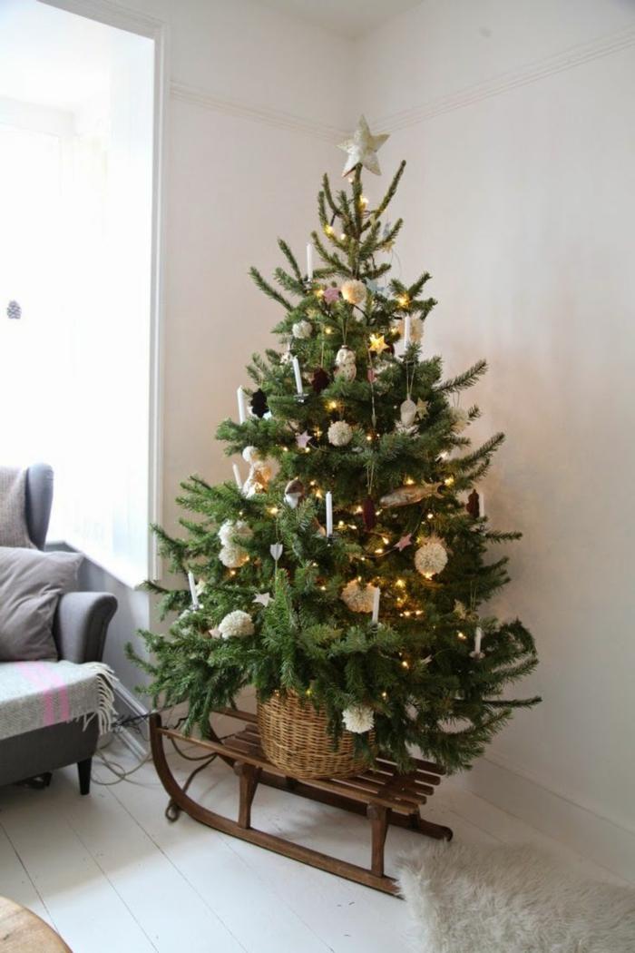 Bastelideen für Weihnachten Weihnachtsbaum Holzschlitten