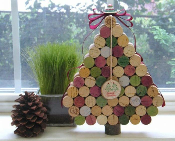 Bastelideen für Weihnachten Weihnachtsbaum basteln farbige Korkverschlüsse