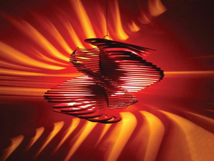DIY Lampe DIY LAMPEN SELBER machen lampe diy lampenschirme selber machen kleiderbügel rot schwarz