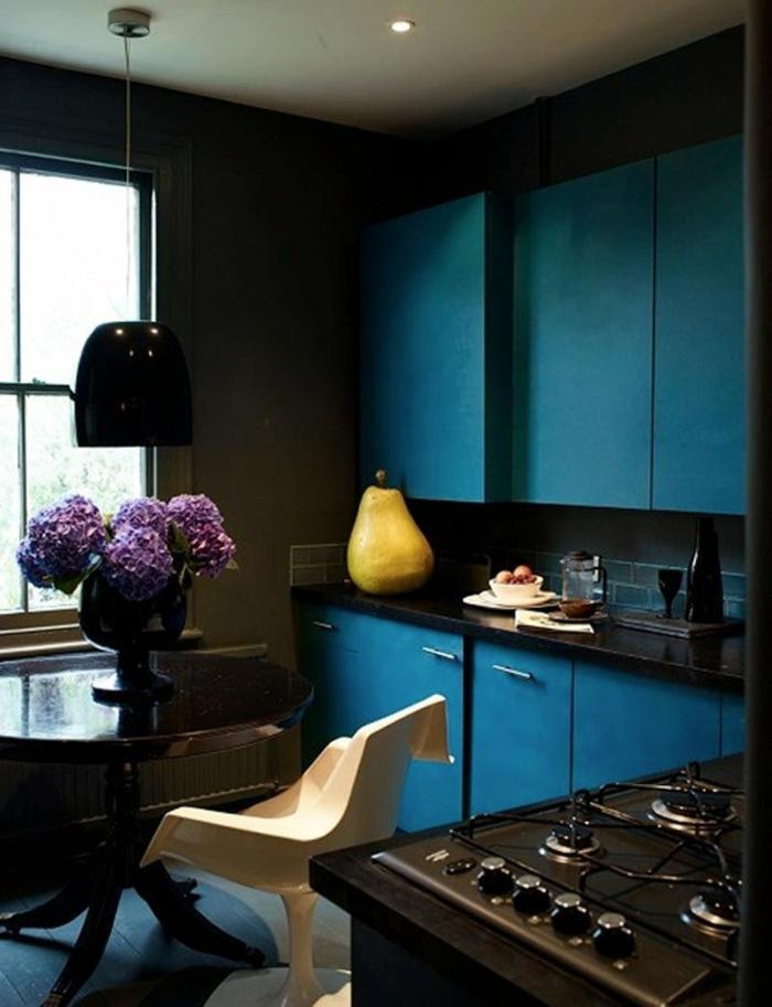 Die Gotik Architektur Merkmale Kunst weisses Badezimmer Gestaltung Design dunkel blau