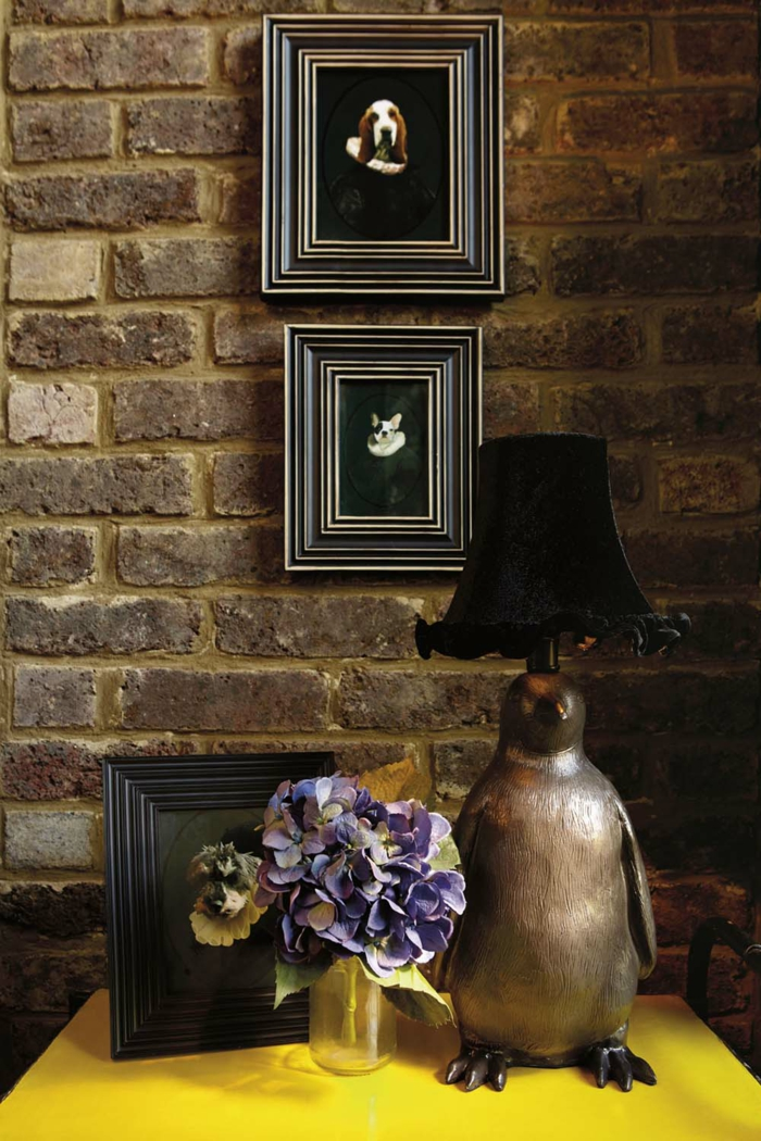 Die Gotik Architektur Merkmale Kunst weisses Badezimmer Gestaltung Design dunkle szene pinguine