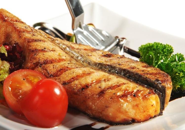Fischgerichte zubereiten Fisch braten Ernährung Tipps