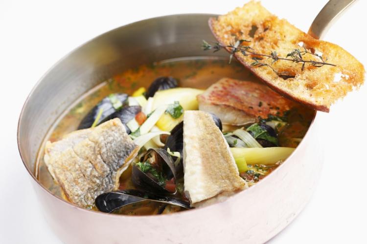 Fischgerichte zubereiten Fischsuppe gesunde Ernährung Tipps
