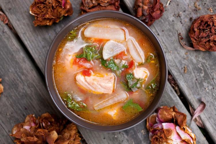 Fischgerichte zubereiten Fischsuppe gesunde Ernährung