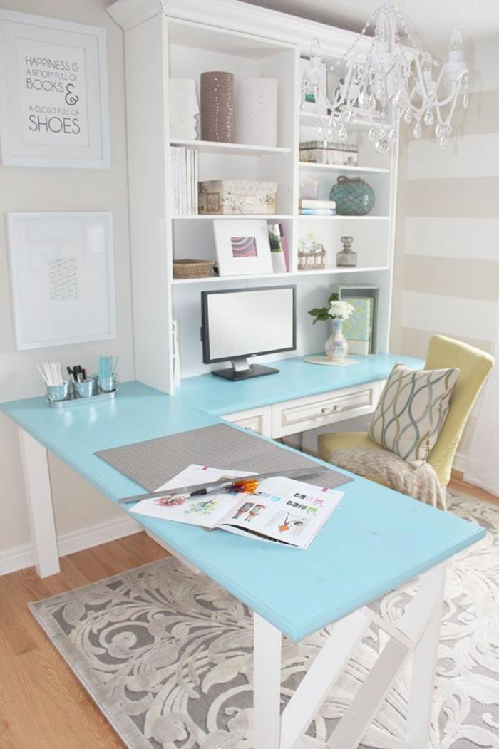 Home Office einrichten Schreibtisch Glasplatte hellblau