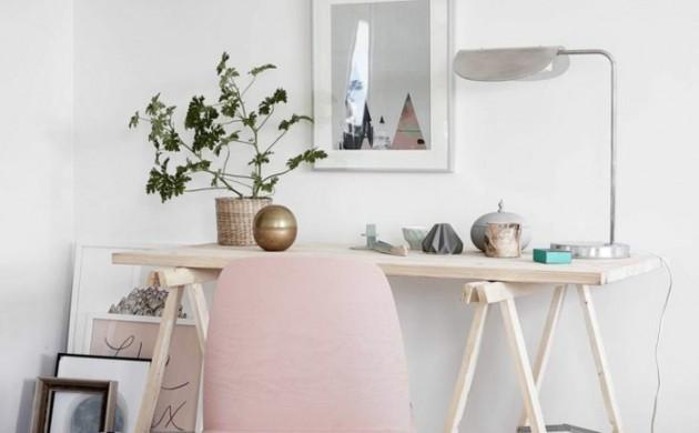 Home-Office-einrichten-Schreibtisch-Holz-rosa-Stuhl