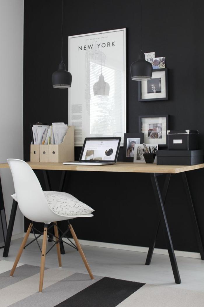 Homeoffice kleines Büro einrichten Wandfarbe schwarz