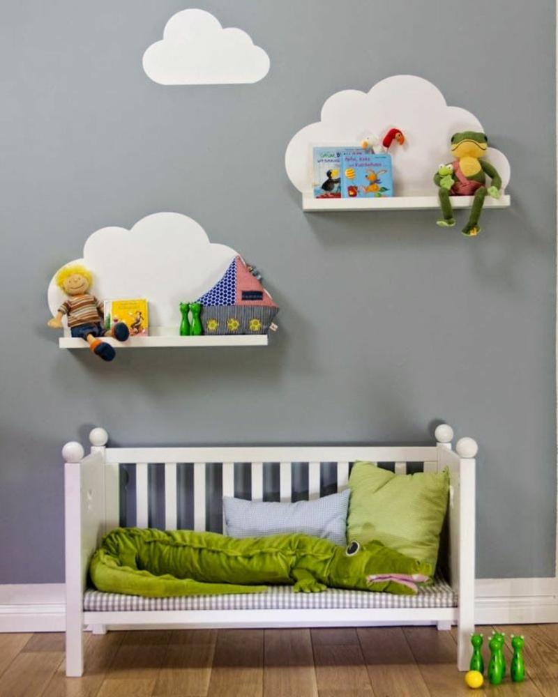 Ideen für moderne Wandgestaltung Kinderzimmer Regale Wolken