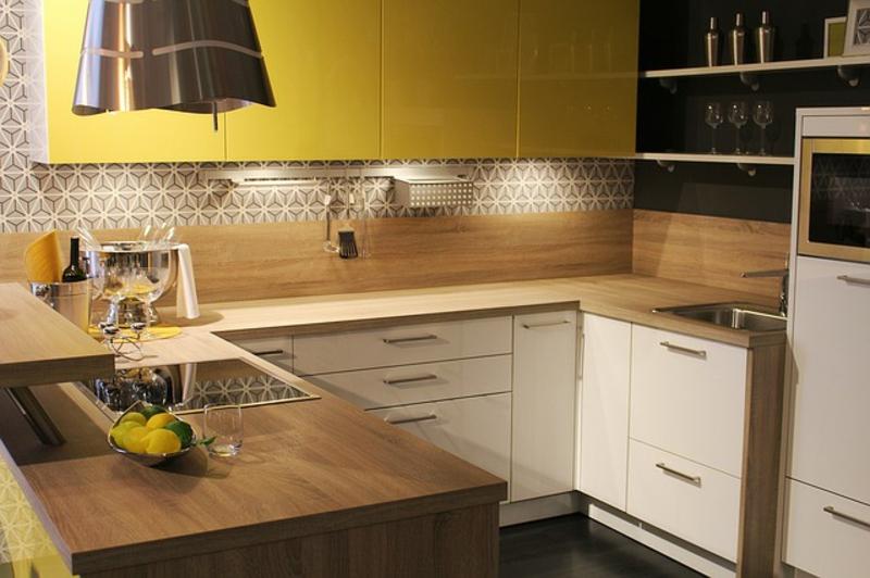 Küchenrückwand Ideen Fliesenspiegel Schubladen Holz