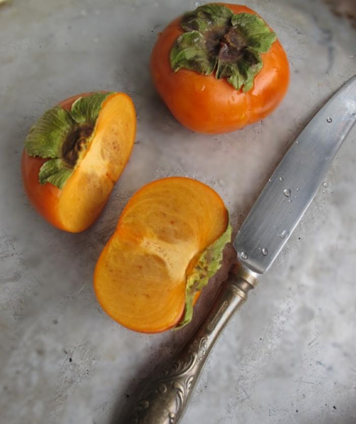 Kaki Frucht kaki essen sharonfrucht stückchen khaki vitamine messer
