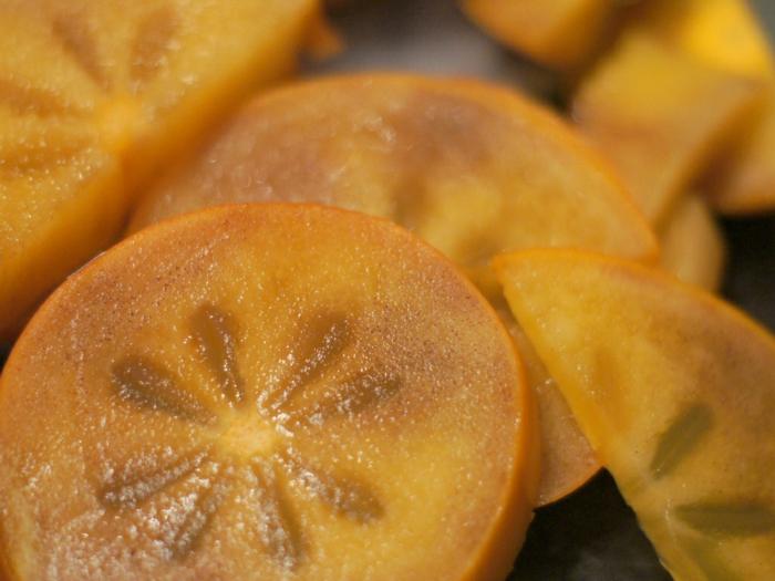 kaki essen sharonfrucht stückchen khaki  vitamine rezepte scheiben