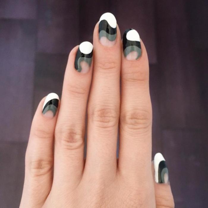 Nageldesign dreifarbiges Muster Fingernägel Trends