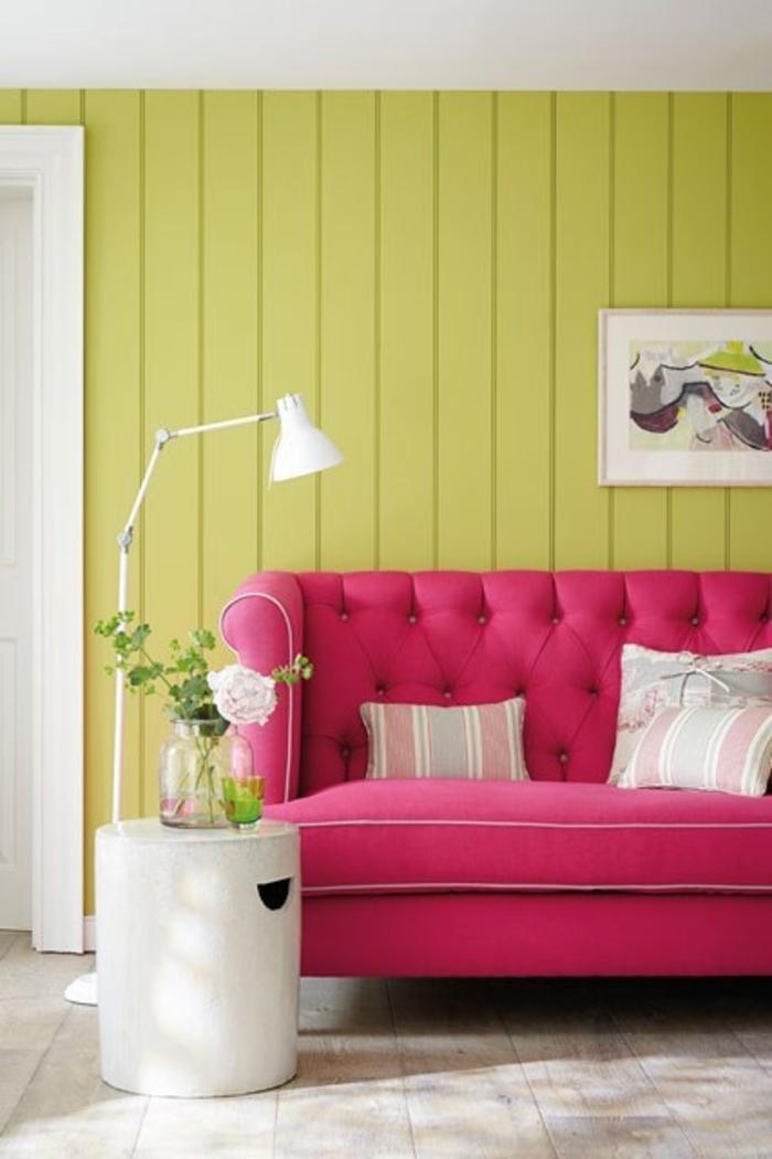 wohnzimmer ideen pink:Raumgestaltung Ideen Wohnzimmer Möbel pinkes Sofa