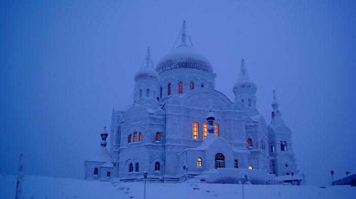 Russische Weihnachten Weihnachten in Russland kirchliche messe festliche kirche