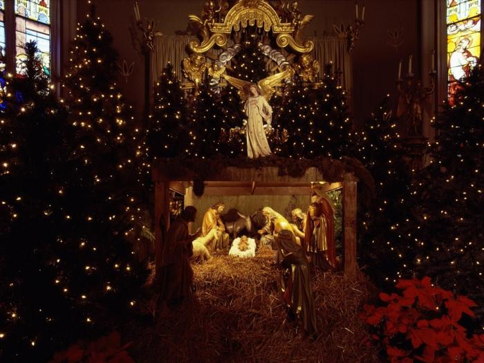 Russische Weihnachten Weihnachten in Russland kirchliche messe festliche tannenbaum