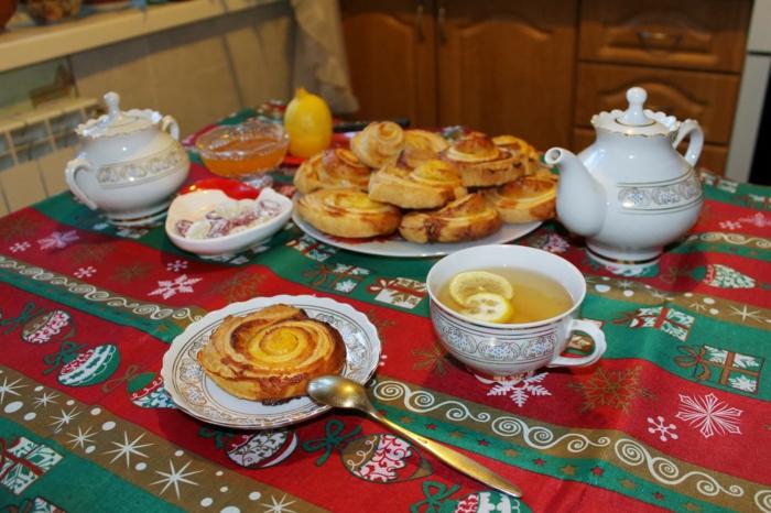 Russische Weihnachten Weihnachten in Russland weihnachtsbaum festltafel kürbis schnecken
