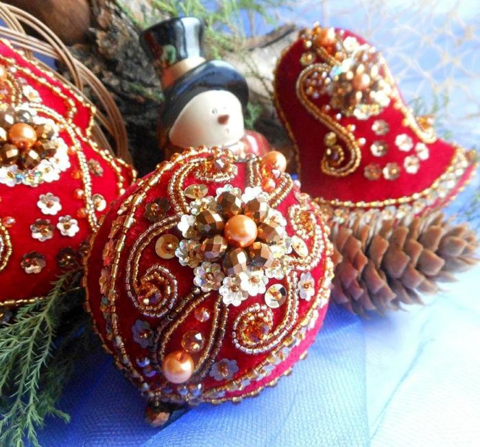 Russische Weihnachten Weihnachten in Russland weihnachtsbaum festltafel rote glitzer