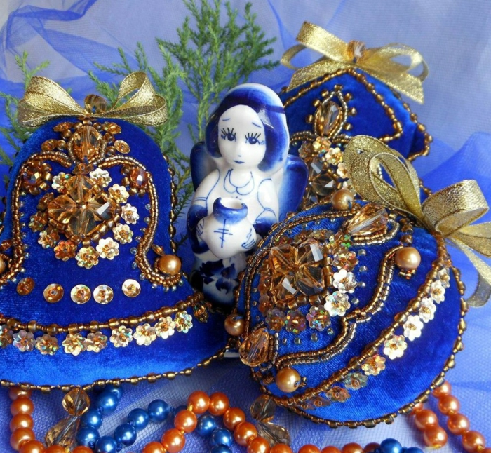 Russische Weihnachten Weihnachten in Russland weihnachtsbaum festltafel rote wintermärchen blau