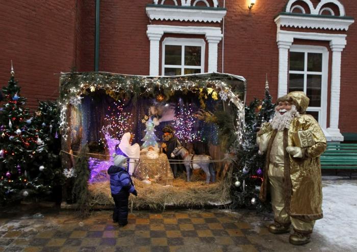 frohe weihnachten russisch Weihnachten in Russland zaubersprüche gesang krippenspiel