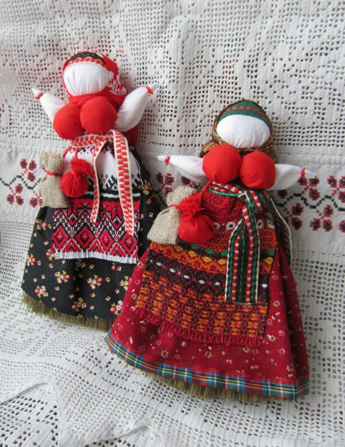 Weihnachten in Russland Russische  Weihnachten zaubersprüche puppe sonnensymbol fruchtbarkeit