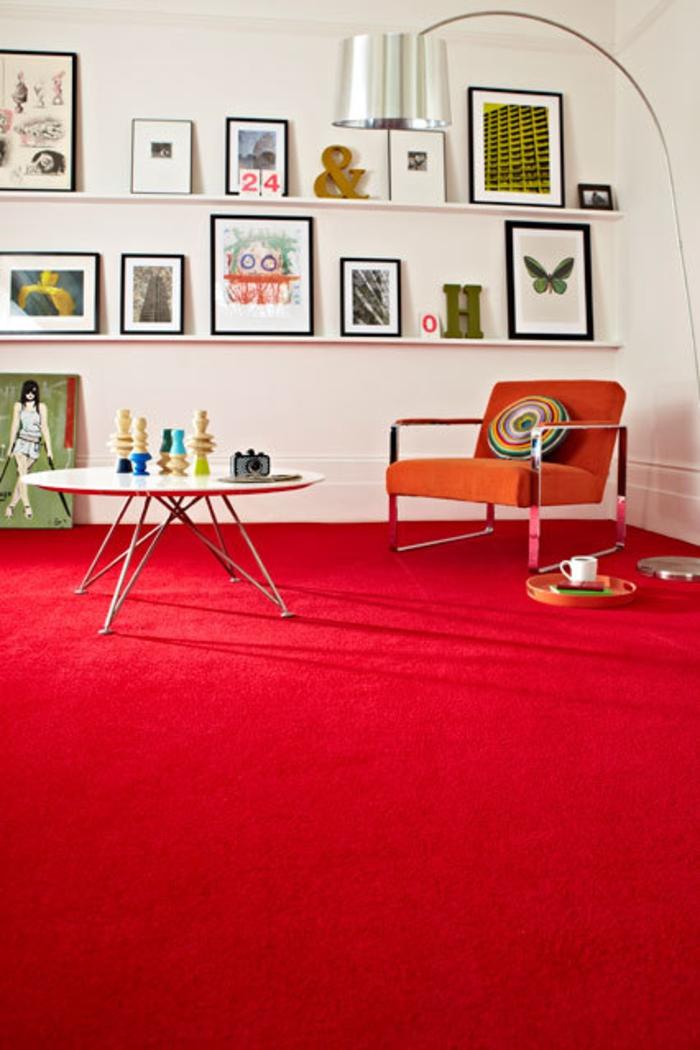 Wohnraum Gestaltungsideen modernes Wohnzimmer Teppichboden rot
