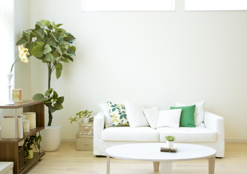 Wohnzimmerwand Ideen modernes Wohnzimmer dekorieren grüne Dekoideen