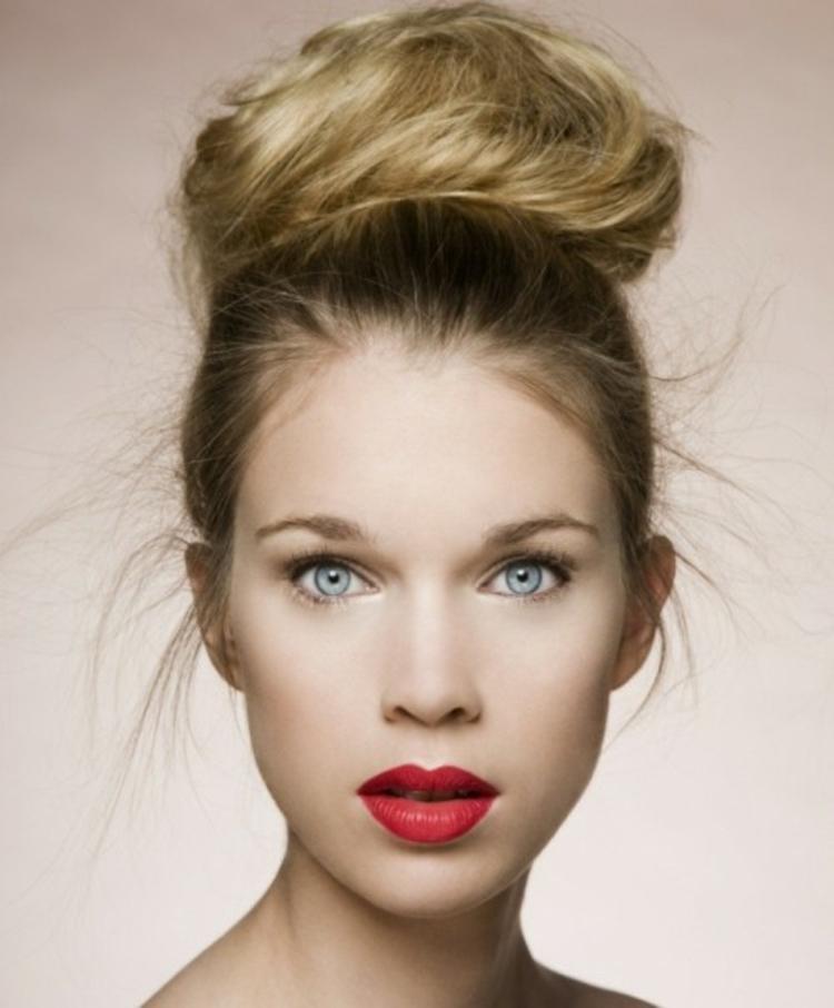 Moderne Damenfrisuren Und Make Up Bringen Die Naturliche Schonheit
