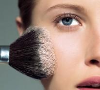 Moderne Damenfrisuren und Make-up bringen die natürliche Schönheit zum Ausdruck