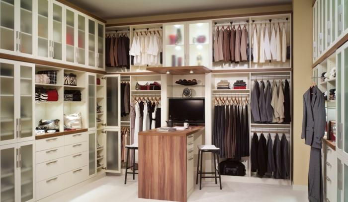 ankleidezimmer möbel ordnung im kleiderschrank offener kleiderschrank