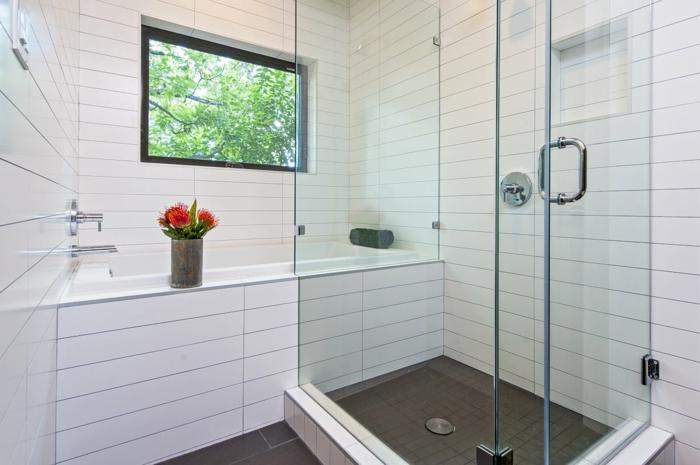 badeinrichtung dusche fenster blumen weiße badfliesden