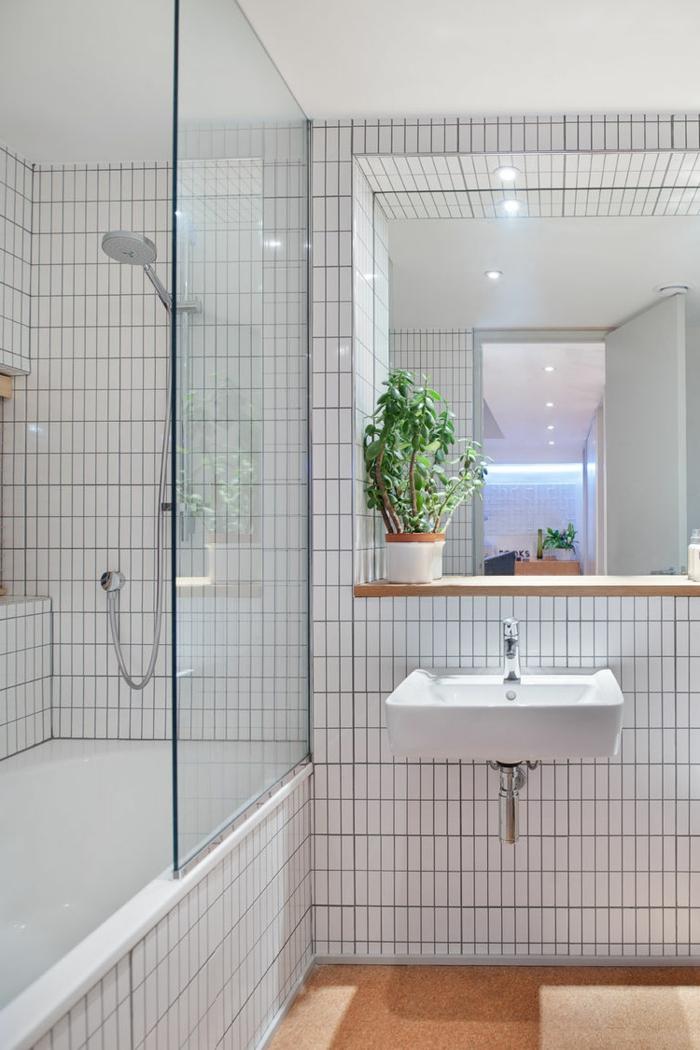 badeinrichtung weiße badfliesen pflanze dusche badewanne