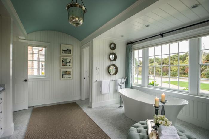 badezimmer gestalten feng shui fenster teppichläufer badewanne kerzen grüne decke