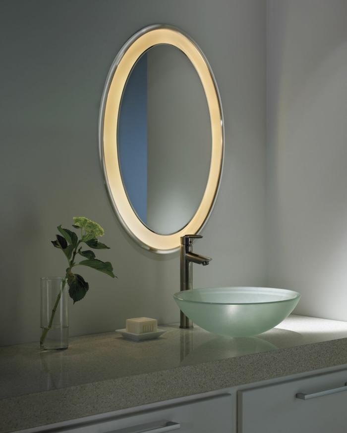 badezimmer gestalten ovaler badspiegel pflanzen modernes waschbecken