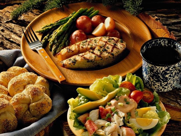 einfache Fischgerichte Rezepte Avocado Salat gesunde Ernährung