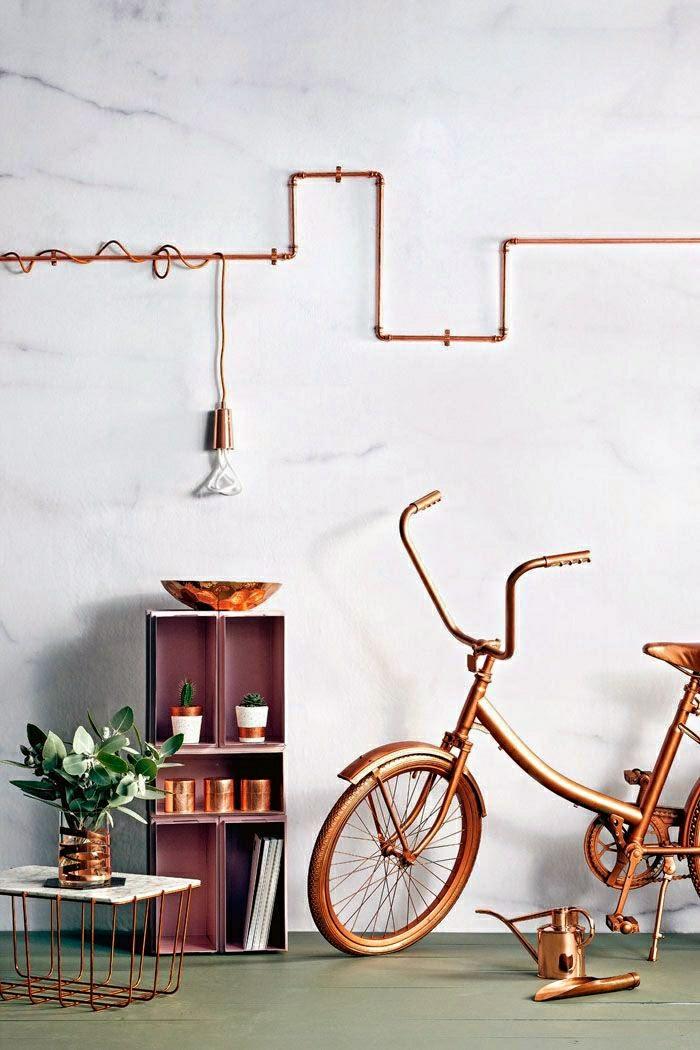 einrichtungsideen wohnen röhre dekoration wanddeko wandgestaltung kupfer pendelleuchte fahrrad schale messing